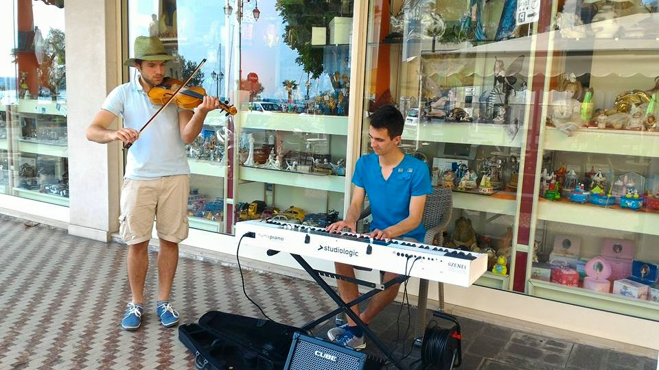 utcazene körút Olaszországban, utcazene turné, utcazenélés külföldön, üzenet