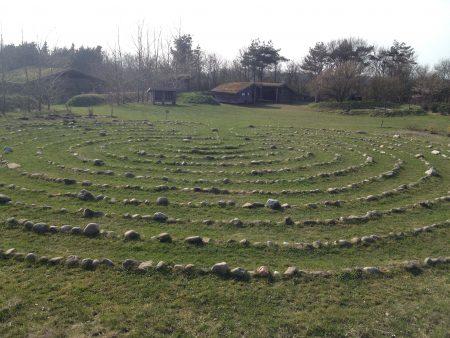 Meditáció-labirintus, melynek célja az volt, hogy segítsen kiutat találni...