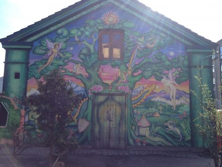 """Christiania (mely egy független """"kisállam"""" Koppenhágán belül) egyik falfestménye"""
