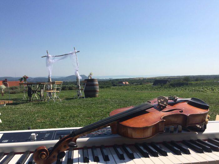 Hegedű a dombtetőn, esküvői zene Balatonfüred